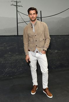 Johannes Huebl attends the Coach 1941 Spring Summer 2017 Men's Show on June 2016 in London, England. Get premium, high resolution news photos at Getty Images 1950s Jacket Mens, Cargo Jacket Mens, Grey Bomber Jacket, Green Cargo Jacket, Leather Jacket, Stylish Men, Men Casual, Mode Man, Street Style