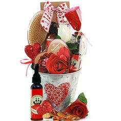 Gift basket ideas for Valentine's Day 2021 What Is Valentines Day, Valentine Gifts, Basket Ideas, Small Gifts, Cute Gifts, Gift Baskets, Make Your Own, Blogging, Beautiful Gifts