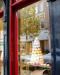POPTASI PASTRY is the no. 1 macaron place in Amsterdam. We love the branding, the store, the people and the macarons. It is just around the corner of the Albert Cuyp market @ the Gerard Doustraat. A must visit according to us! #greetingsfromnl