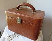 French vintage vanity case 50's ~ Train luggage, Cosmetic & toiletry Storage, Travel case