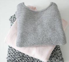 Jesienne dzień dobry  Ja już powoli przygotowuje się do chłodnej jesieni i zimy  a Wy ? Miłego dnia i słonecznej pogody bo u mnie zapowiada się pięknie. #fall #autumn #sweater #pink #grey #blackandwhite #blog #blogger #polishblogger #jesień #zakupy #swetry #blogerka #blogerkaurodowa #sh #instablogger #fashion
