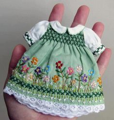 Tiny Dress with Smocking & Embroidery details. Bjd Doll, Blythe Dolls, Girl Dolls, Doll Clothes Patterns, Doll Patterns, Clothing Patterns, Barbie, Heirloom Sewing, Waldorf Dolls