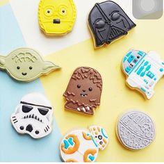 Love these cookies! They have the cutest  cookies ever....Check her out!!!! Via @vickiee_yo ❤️❤️ biscoitinhos dos Star Wars