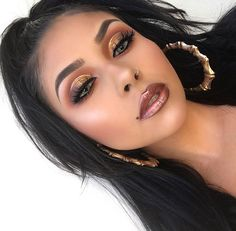 Golden eye make up with a metallic lip. Gorgeous combo.