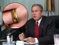 George Bush found My Precious! - Bush Wears the One Ring. Funny Images, Funny Photos, Political Pictures, 6 Photos, Weird Pictures, Good Jokes, One Ring, Lord Of The Rings, Tolkien