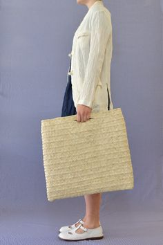 Daniela Gregis straw bag Handmade Handbags, Basket Bag, Purse Styles, Summer Bags, Reusable Bags, Knitted Bags, Handbag Accessories, Straw Bag, French Baskets