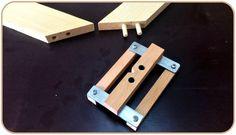 Making a Self-centering Doweling Jig / Kavela Çakma Kılavuzu Learn Woodworking, Woodworking Workshop, Woodworking Plans, Woodworking Projects, Cool Tools, Diy Tools, Wood Crafts, Diy And Crafts, Garage Atelier