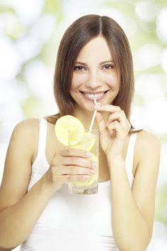 5 motivos para tomar água com limão todas as manhãs  - de acordo com a ciência