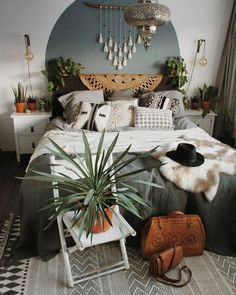 Boho chic decor for the lovers of bold bedroom decor ideas and inspirations! Grab the opportunity to have a one of a kind bedroom design set! Decoration Bedroom, Bohemian Bedroom Decor, Decoration Design, Home Decor Bedroom, Diy Home Decor, Bedroom Ideas, Bohemian Interior, Diy Bedroom, Diy Interior