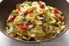 Farfalle con verdure grigliate e mandorle, ricetta primo piatto leggero.