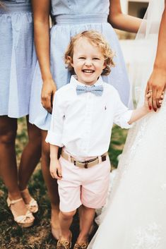 We have all the heart eyes for a ring bearer in seersucker! Bonus points when he matches your bridesmaids!