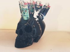 Unique, one of a kind, printed skull lighter stand. Add a unique flair to the room, or give it as a gift! Multiple color options are available, so you can get the one that fits you perfectly! Clipper Lighter, Smoking Accessories, Estilo Retro, Skull, Smartphone, Bling, Etsy Shop, Display, Vintage