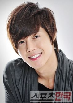 Kim Hyun Joong renews contract with Key East Entertainment