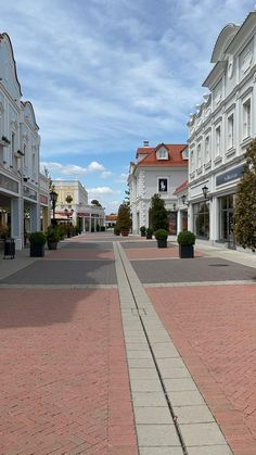 Shopping Mall Architecture, Shopping Hacks, The Places Youll Go, Vacation Trips, Roads, Macarons, Dubai, Traveling, House Styles