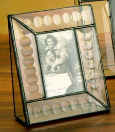 Vertical Stained Glass Desk Picture Frame J Devlin Glass Art-This miniature stained glass picture frame is adorned with beveled circles along the sides, which offers a very modern yet, distinguished look. Measures 5 x 4 Holds a 2 x 3 photo Gift B Glass Desk, Glass Art, Stained Glass Frames, Glass Picture Frames, Glass Animals, Mosaics, Photo Gifts, Projects To Try, Miniatures