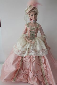 Elaborate and very fetching in this pink and white doll gown .. Prego: The QUEEN lives here.......sparkle.......