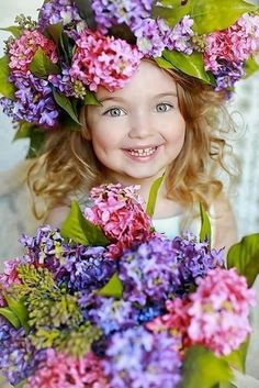 Girl with flowers in her hair. Precious Children, Beautiful Children, Beautiful Babies, Beautiful Flowers, Colorful Flowers, Spring Flowers, Cute Kids, Cute Babies, Baby Kids