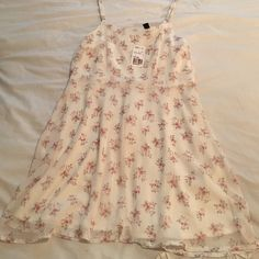 Forever 21 flowery dress Very cute! Perfect for spring & summer. Never worn! Forever 21 Dresses Mini
