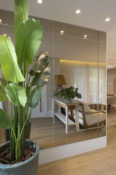 Espelhos Dining Room Mirror Wall, Living Room Mirrors, Living Room Decor, Spiegel Design, Living Room Designs, Family Room, House Design, Interior Design, Decoration