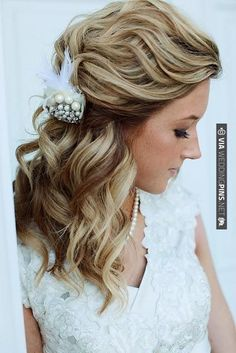love the soft curl and the brooch | VIA #WEDDINGPINS.NET