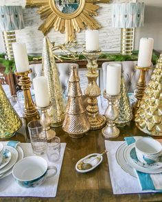 @amyspearinginteriors Dining room Christmas table scape. Photo cred…