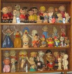 Collection Displays, Toys In The Attic, Toy Display, Tin Toys, Displaying Collections, Toy Boxes, Toy Store, Deco, Vintage Dolls