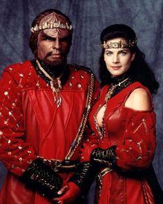 Jadzia and Worf's wedding - Star Trek: Deep Space Nine Star Trek Enterprise, Star Trek Voyager, Star Trek Cast, Star Trek Series, Akira, Science Fiction, Star Trek Wedding, Klingon Empire, Terry Farrell