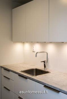 21 VIlla Isku - Kodinhoitohuone   Asuntomessut Laundry Room, Sink, Kitchen Cabinets, Bathroom, Decoration, Home Decor, Sink Tops, Washroom, Decor