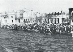 An American minister organized a last-minute sea rescue of people from the Ottoman city of Smyrna at the height of the Armenian genocide Historical Sites, Historical Photos, Armenian History, Turkish Army, The Great Fire, In Ancient Times, World History, European History, Strand