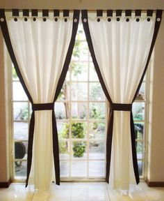 There are several factors that you need to consider to choose the best curtain designs. 3 Window Curtains, Home Curtains, Curtains With Blinds, Curtain Styles, Curtain Designs, Curtain Ideas, Window Coverings, Window Treatments, Rideaux Design