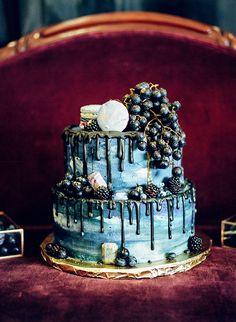 Fall Wedding Inspiration with Jewel Tones ⋆ Ruffled Sparkle Cake, Metallic Wedding Cakes, Jewel Tone Wedding, Cupcakes, Geometric Wedding, Rustic Cake, Winter Wedding Inspiration, Wedding Cake Designs, Autumn Wedding