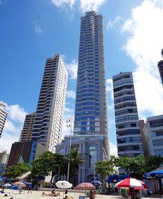 Sinta a sensação de estar ao pé de 6 enormes prédios ao redor do mundo