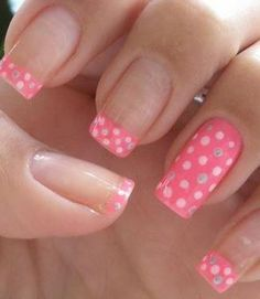 Hermosas uñas llenas de topitos