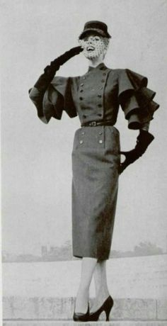 1951 Jacques Fath, look at those sleeves! Women's vintage fashion photography photo image
