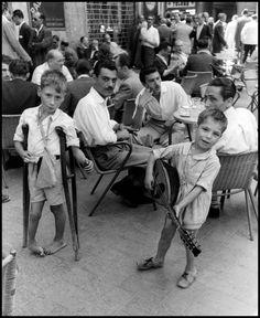 David Seymour ITALY. Naples. 1948. Boys begging at a cafe.