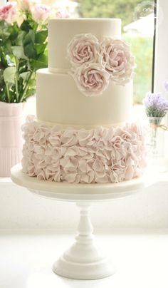 Swooning Over These Amazing Wedding Cakes - MODwedding Cake: Cotton & Crumbs Beautiful Wedding Cakes, Gorgeous Cakes, Pretty Cakes, Shabby Chic Wedding Cakes, Amazing Cakes, Cotton And Crumbs, Decoration Patisserie, Wedding Cake Inspiration, Wedding Ideas