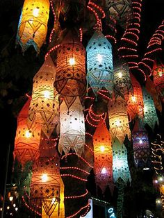 11 DIY Projects to Make Paper Lanterns - Lichterfest Kindergarten - Paper Turkish Lamps, Turkish Lanterns, Chinese Lanterns, Morrocan Lamps, Chinese Lights, Turkish Lights, Deco Boheme, Ideias Diy, How To Make Paper