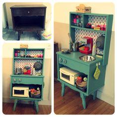 DIY! Cuisine enfants vintage Un vieux meuble récupéré et relooké, voilà une cuisine pour mes petits!