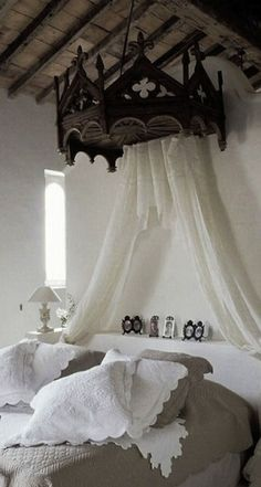 medieval inspired bedroom....love <3