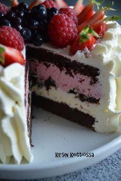 Kirsin keittiössä: Mehevä suklaakakku No Bake Desserts, Vegan Desserts, Delicious Desserts, Yummy Food, Baking Recipes, Cake Recipes, Dessert Recipes, Homemade Strawberry Cake, Naked Cakes