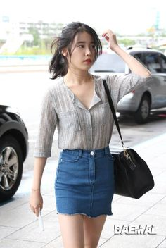 nice Really liking this fitted denim skirt. It& a good casual staple. Kpop Fashion, Asian Fashion, Fashion Outfits, Womens Fashion, Kpop Outfits, Cute Outfits, Vestidos Polo, Korean Airport Fashion, Ulzzang