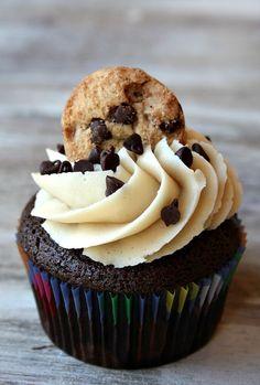 Chocolate Chip Cookie Dough Cupcakes #cupcakes #cupcakeideas #cupcakerecipes #food #yummy #sweet #delicious #cupcake