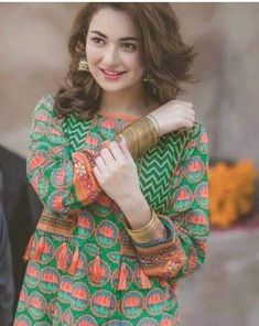 Top World Celebrities Stylish Dresses, Simple Dresses, Casual Dresses, Casual Outfits, Fashion Dresses, Frock Fashion, Pakistani Dresses Casual, Pakistani Wedding Outfits, Pakistani Dress Design