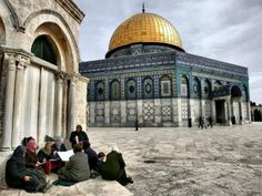 Women Studying Quran by the Dome of the Rock (al-Quds, Palestine) Originally found on: alyibnawi Islamic Architecture, Art And Architecture, Palestine Art, Dome Of The Rock, Temple Mount, Life Is A Journey, Holy Land, Beautiful Buildings, Beautiful Places