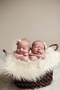 Newborn Twins vaccinenurse