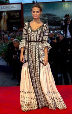Alicia Vikander Lv Premiere,bellisima, me encanta el estilo de esta chica.