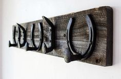 Rustic Horseshoe Coat Rack #horseshoe #horseshoecrafts #coatrack #rustic