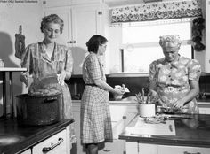 Women in kitchen preparing food, circa 1945 by OSU Special Collections Archives, Old Kitchen, Vintage Kitchen, Kitchen Tools, Victorian Kitchen, Old Pictures, Old Photos, Antique Photos, Vintage Photographs, Pyrex