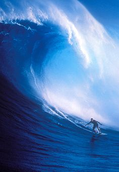 North Shore enormous surf break Pe'ahi, also known as Jaws, breaks during the winter months - totally experienced swimming in waves this huge no joke Hawaii, Maui, Big Waves, Ocean Waves, Surf Mar, Places To Travel, Places To See, Magic Places, Big Wave Surfing