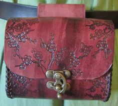 Delicate blossoms, rich color, and a hint of badassery. Steampunk Bags, Steampunk Clothing, Leather Belt Pouch, Leather Bag, Fantasy Costumes, Leather Projects, Medieval Fantasy, Leather Working, Leather Craft
